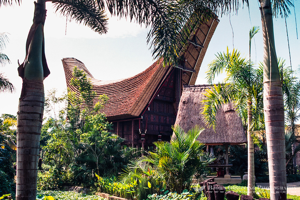 Bali, Gianyar, Batubulan. Exhibition of a traditional Toraja house from Sulawesi at the Bali Bird Park. (Photo Bjorn Grotting)