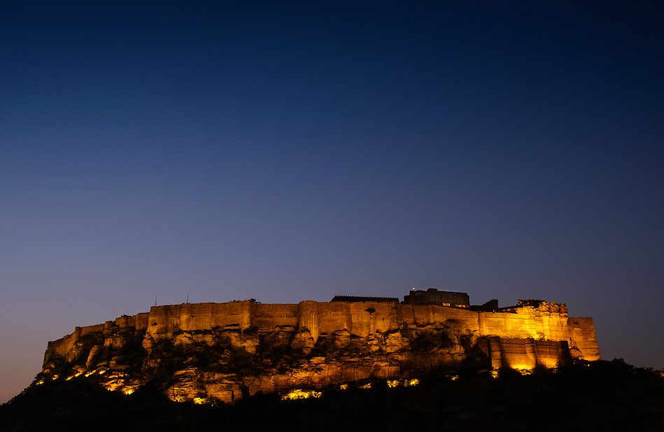 JODHPUR, INDIA - CIRCA NOVEMBER 2016: Panoramic view of Mehrangarh Fort at night in Jodhpur (Daniel Korzeniewski)