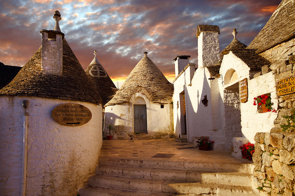Trulli houses of Alberobello, Puglia, Italy. (By Travel photographer Paul Williams. http://www.funkystock.eu)