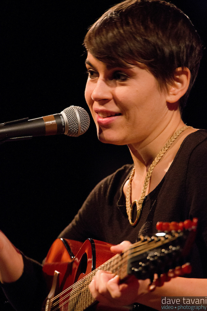 """Kaki King explains the origin of the song """"King Pizel"""" during her performance at World Cafe Live with a Griffin, a twelve-string guitar she describes as """"high-strung, way above a normal guitar tuning."""" (Dave Tavani)"""