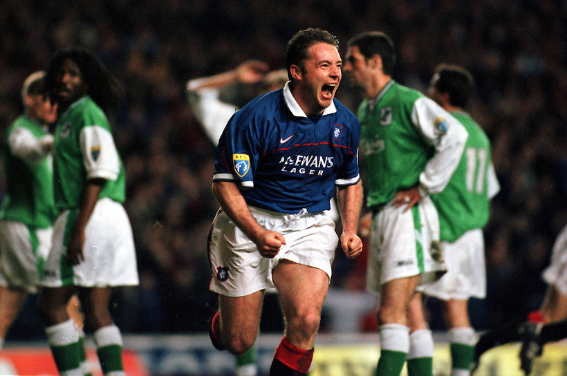 1998, ALLY MCCOIST CELEBRATES SCORING FOR RANGERS AGAINST HIBS AT IBROX STADIUM, ROB CASEY PHOTOGRAPHY. (ROB CASEY/ROB CASEY PHOTOGRAPHY)