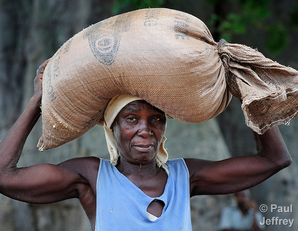 Alefa Soloti carries a 50 kg bag of corn provided by the ACT Alliance in Dickson, a village in southern Malawi that has been hard hit by drought in recent years, leading to chronic food insecurity, especially during the