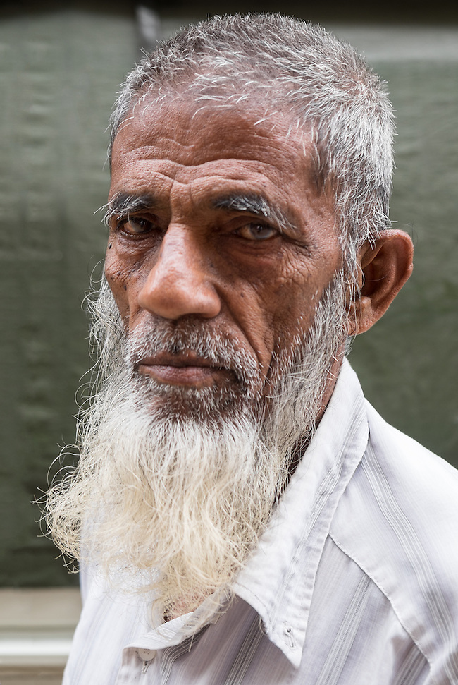 YANGON, MYANMAR - CIRCA DECEMBER 2013: Portrait of an old man in the streets of Yangon (Daniel Korzeniewski)