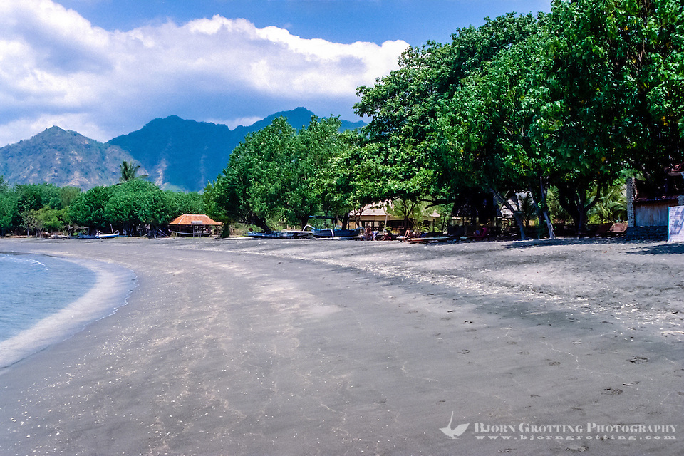 Bali, Buleleng. The beaches on northern Bali consist of dark volcanic sand. Close to Pemuteran. (Bjorn Grotting)