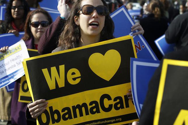 Festejos y protestas ante Supremo de EEUU tras fallo a favor de reforma salud