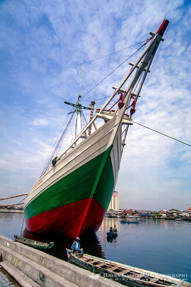 Indonesia, Java, Jakarta. Sunda Kelapa, the old harbor where you can see the traditional sailships of the Bugis people, Pinisi. (Photo Bjorn Grotting)