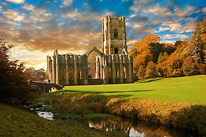 Fountains Abbey & Studley Royal water gardens, founded in 1132, is one of the largest and best preserved ruined Cistercian monasteries in England. The ruined monastery is a focal point of England's most important 18th century Water, the Studley Royal Water Garden which is a UNESCO World Heritage Site. Near Ripon, North Yorkshire, England (Paul Randall Williams)