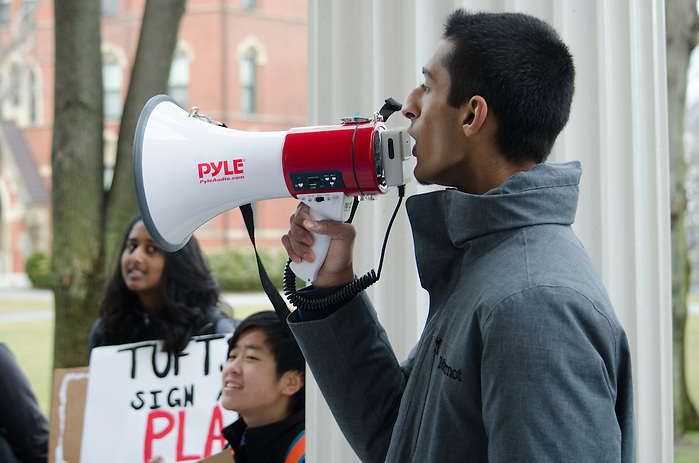2016-03-02-Medford/Somerville-Tufts University-Members of Tufts Labor Coalition and supporters rally on Wednesday Mar. 2 to demand a Project Labor Agreement from Tufts, which would guarantee the hiring of union-only labor for large construction projects (Alex Knapp / The Tufts Daily). (Alex Knapp)