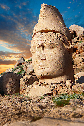 Pictures of the statues of around the tomb of Commagene King Antochus 1 on the top of Mount Nemrut, Turkey. Stock photos & Photo art prints. In 62 BC, King Antiochus I Theos of Commagene built on the mountain top a tomb-sanctuary flanked by huge statues (8–9 m/26–30 ft high) of himself, two lions, two eagles and various Greek, Armenian, and Iranian gods. The photos show the broken statues on the  2,134m (7,001ft)  mountain. 4 (Paul E Williams)