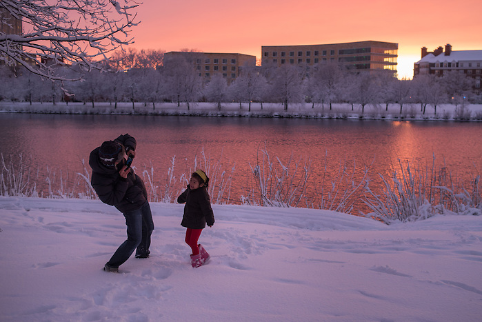 05.02.16 – Cambridge, MA – A beautiful sunset on the Charles River on Friday, Feb. 5, 2016. (Photo by Nicholas Pfosi) (Nicholas Pfosi/Photo by Nicholas Pfosi)