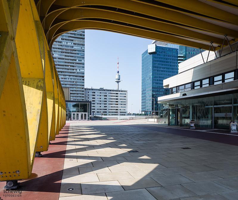 Austria Center Vienna (ACV), Mischek Tower, Donauturm, Saturn Tower, Österreich, Wien, Donaustadt, Kaisermühlen, Donaucity (Dieter Schewig)