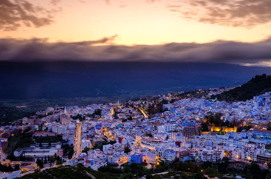 CHEFCHAOUEN, MOROCCO - CIRCA APRIL 2017: Sunset in Chefchaouen as seen from a hilltop. This is a popular tourist destination in Morocco (Daniel Korzeniewski)