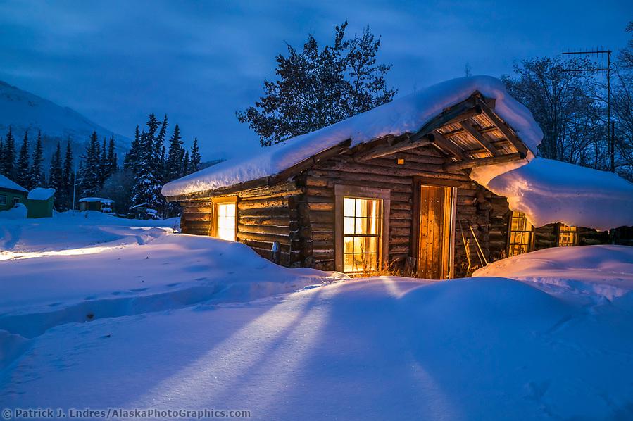 Historic log cabin in Wiseman, AlaskaHistoric log cabin in Wiseman, Alaska (Patrick J. Endres / AlaskaPhotoGraphics.com)