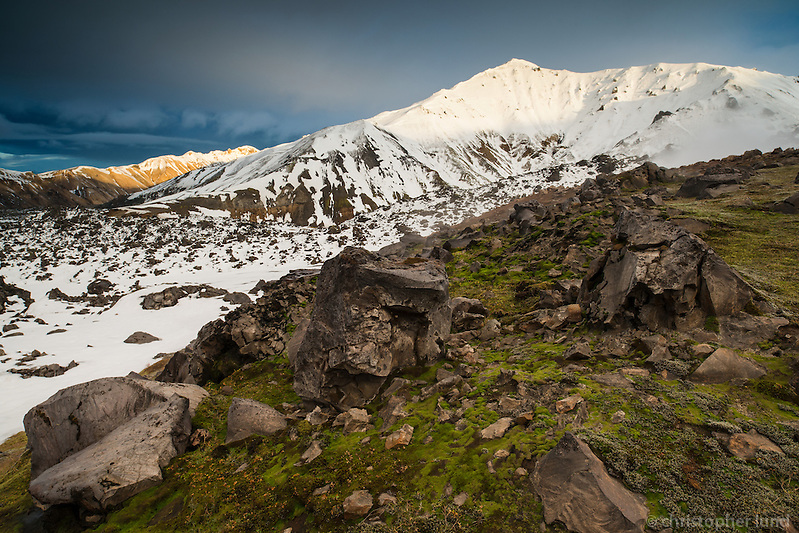 View from Mount Brennisteinsalda northeast towards Mount Bláhnúkur and Norðurbarmur in Landmannalaugar. Evening light on the mountain peaks. (Christopher Lund/©2012 Christopher Lund)
