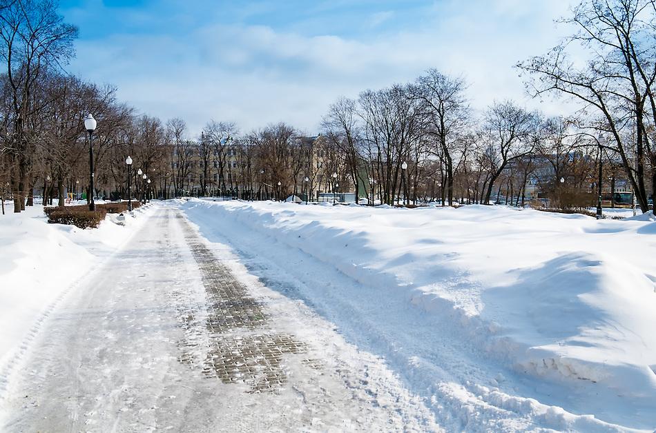 View of Bolotnaya Square in downtown Moscow during winter time. (Daniel Korzeniewski)