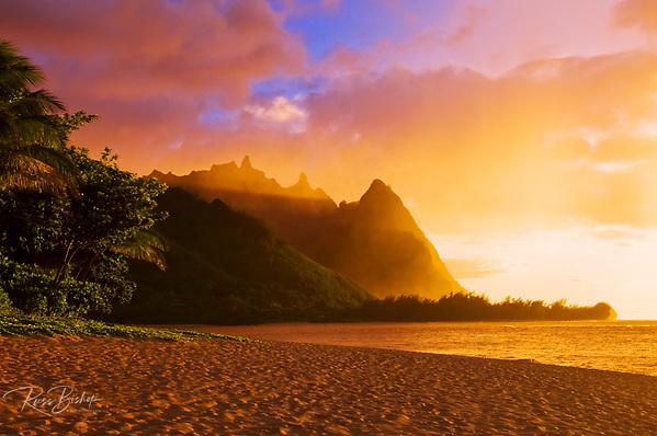 Evening light on Na Pali Coast spires from Tunnels Beach, Island of Kauai, Hawaii USA (Russ Bishop/Russ Bishop Photography)