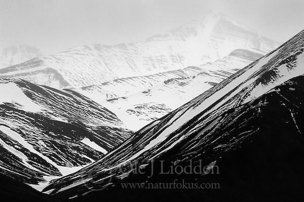 Mountains near Liefdefjorden, Svalbard (Ole Jørgen Liodden)