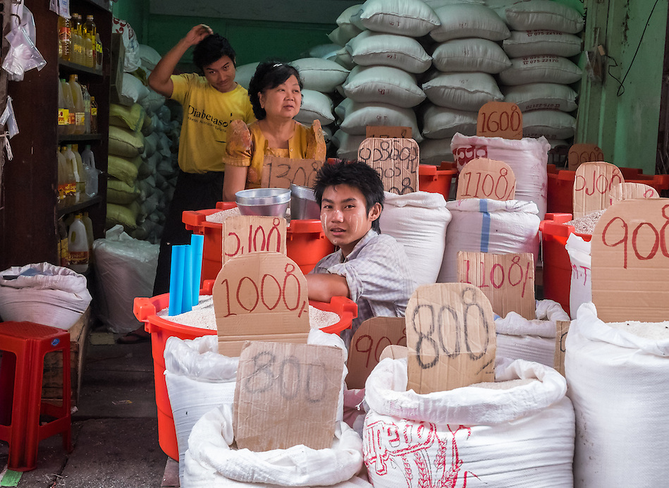 YANGON, MYANMAR - CIRCA DECEMBER 2013: Merchant in the streets of Yangon selling rice. (Daniel Korzeniewski)