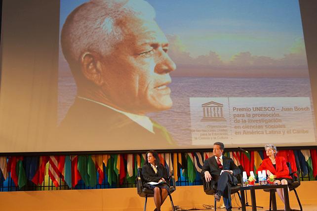 Laura Faxas, Leonel Fernández y la Directora General de la Organización de las Naciones Unidas para la Educación, la Ciencia y la Cultura (UNESCO), Irina Bokova