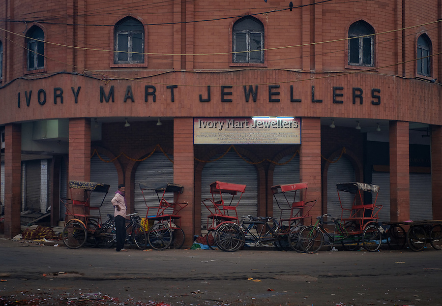 NEW DELHI, INDIA - CIRCA OCTOBER 2016: Corner of the Patel Gali Road in Chandni Chowk. (Daniel Korzeniewski)