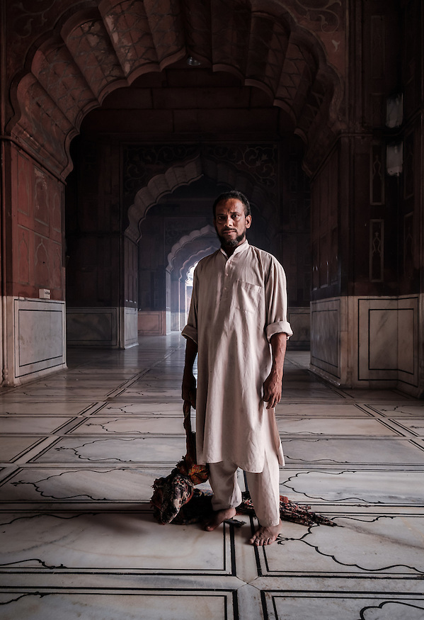 NEW DELHI, INDIA - CIRCA OCTOBER 2016: Sweeper of Jama Masjid mosque in Old Delhi. Constructed in red sandstone and white marble the mosque is a popular tourist attraction in Delhi. (Daniel Korzeniewski)