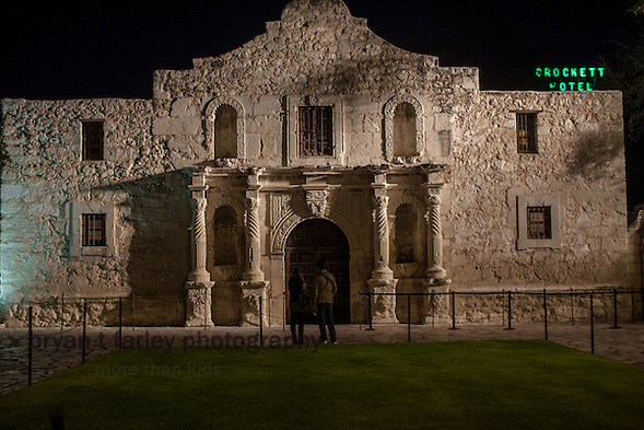 The Alamo at night in San Antonio, Texas (bryan farley)