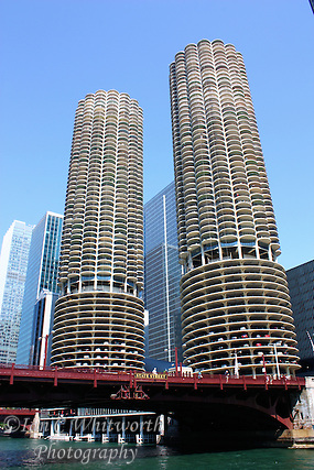 Looking up from the Chicago River at the Marina City complex (Ian C Whitworth)