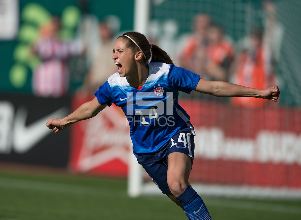 St. Louis, MO - Saturday, April 4, 2015: The USWNT defeated New Zealand 4-0 during an international friendly at Busch Stadium. (John Todd/isiphotos.com)