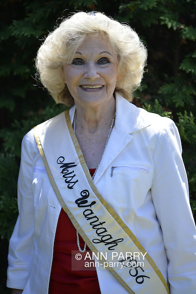 Wantagh, New York, USA. July 4, 2016. LYNN CLAYTON LUONGO, Miss Wantagh 1956, 76 years old, the first Miss Wantagh ever, participated in the 60th Annual Miss Wantagh Pageant crowning ceremony, an Independence Day tradition on Long Island. Clayton was the 1st Runner Up and Miss Congeniality in the 1958 New York State Miss Ameria Pageant. Since 1956, the Miss Wantagh Pageant, which is not a beauty pageant, crowns an area high school student based mainly on academic excellence and community service. (Ann Parry/Ann Parry, ann-parry.com)