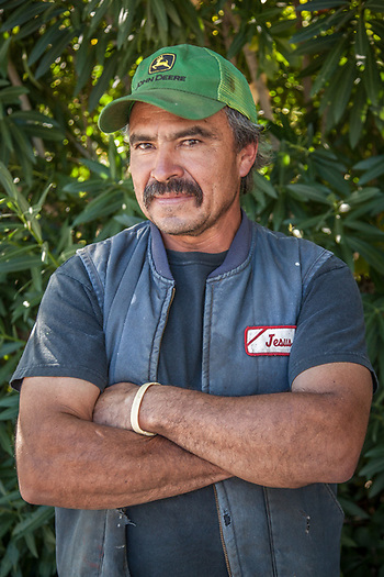 Mechanic and Handyman Jesus Cendjas on Lincoln Avenue in Calistoga, CA (© Clark James Mishler)