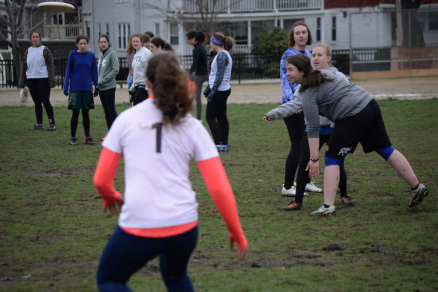4/6/16 – Medford/Somerville, MA –The club frisbee team practices on Fletcher Field on April 6, 2016. (Sofie Hecht / The Tufts Daily) (Sofie Hecht / The Tufts Daily)