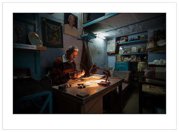 An engraver in his work shop, Chandni Chowk, Old Delhi, India (2013 Ian Mylam)