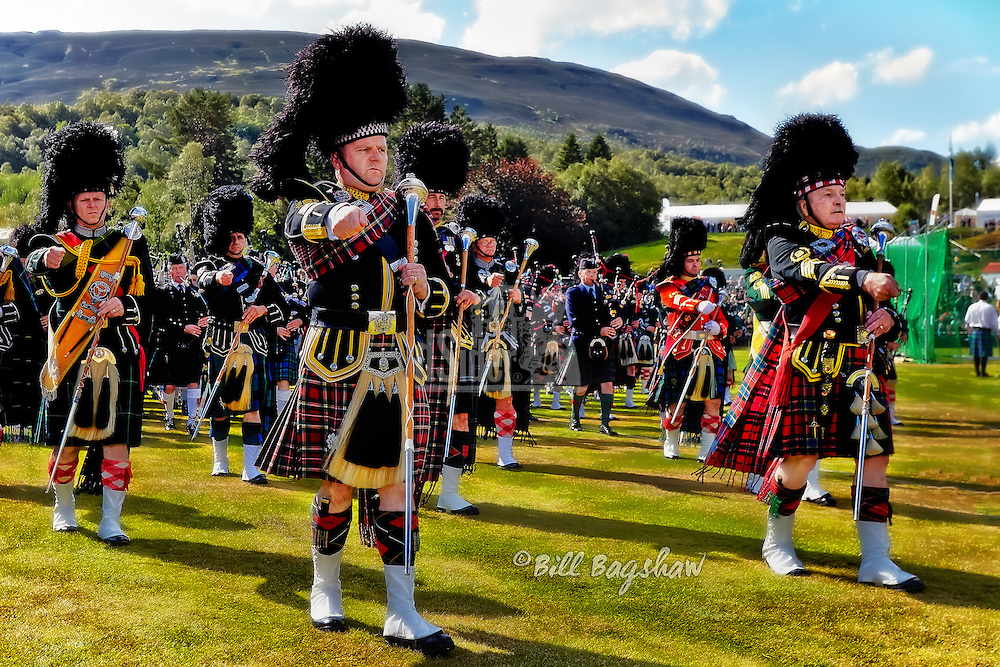 Braemar Gathering drum majors lead the massed pipe bands at Braemar (Bill Bagshaw www.dsider.co.uk)