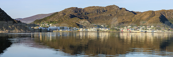 Panoramic view at Fosnavåg, Norway. Early morning light with reflections in the sea   Nydelig morgenlys i Fosnavåg, med spegling i sjøen (DigiArt Kay-Åge Fugledal)