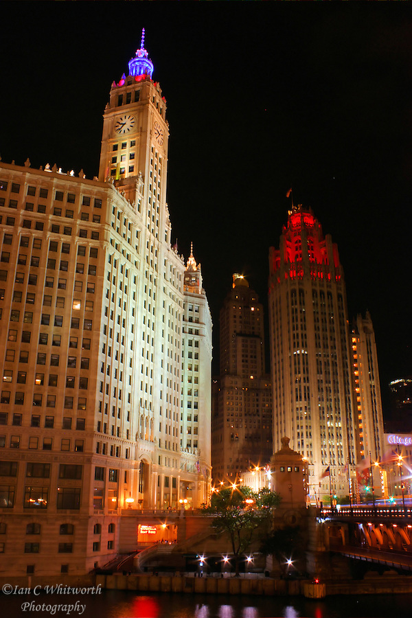 Night view of both the Wrigley Building and Tribune Tower (Ian C Whitworth)