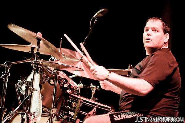 Descendents and Black Flag Bill Stevenson Live Concert Santa Monica Civic Auditorium Los Angeles (Justin Gill)