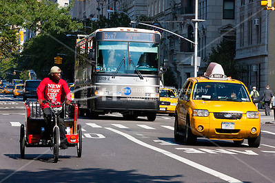 transport alternatives on 5th avenue in New York City in October 2008 (Christopher Holt LTD - LondonUK, Christopher Holt LTD/Image by Christopher Holt - www.christopherholt.com)