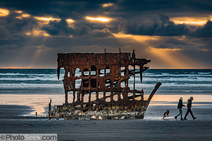 Peter Iredale sailing ship ran aground in 1906 on Clatsop Spit. Fort Stevens State Park, Oregon, USA. (© Tom Dempsey / PhotoSeek.com)