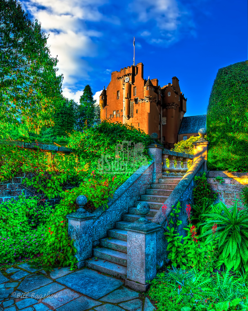 """Crathes Castle was built on land donated in 1323 by King Robert the Bruce. The original castle was a fortress of timber built upon a bog known as a """"crannog"""". Work on the current L shaped castle began in 1553. A walled garden is a prominent feature of the grounds. www.dsider.co.uk online magazine, photo courses Photography by Bill Bagshaw (Bill Bagshaw & Martin Williams/Bill Bagshaw, dsider.co.uk)"""