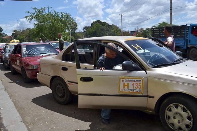 """1000?1300404241 Haitianos hacen """"rebú"""" en calle Santiago en protesta [RD]"""