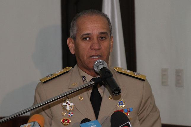 Sigfrido Pared Pérez, ministro de las Fuerzas Armadas