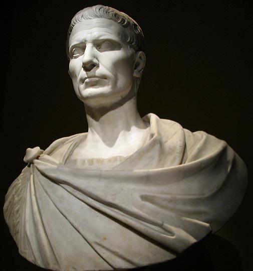 """Cayo Julio César Nació el día 13 del mes que los romanos conocían como Quintilis y que a su muerte tomó su nombre """"Julio"""". El año fue el 100 a.C. año 653 desde la fundación de Roma. Hasta su asesinato, ocurrido el 15 de marzo del año 44 a.C."""