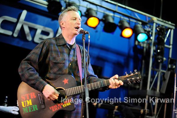 Billy Bragg soundcheck at The Picket, Liverpool, 22.05.09. (Simon Kirwan)
