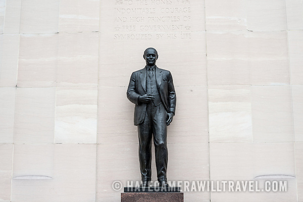 Robert A. Taft Memorial and Carillon Robert Taft Memorial and Carillon in Washingotn DC Bronze Statue L083165704