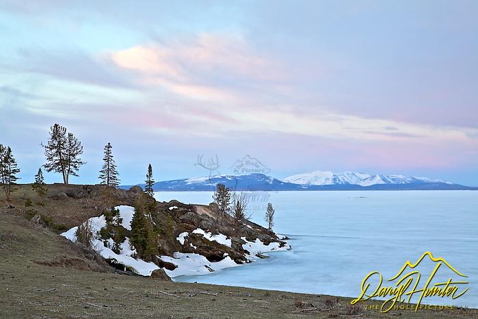 "Sunrise, Steamboat Point, Yellowstone Lake, Yellowstone National Park, winter, frozen lake (© Daryl Hunter's ""The Hole Picture""/Daryl L. Hunter)"