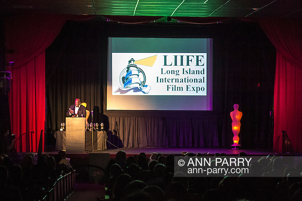 Bellmore, New York, USA. 16th July 2015. KEVIN BROWN, DOT COM on the TV series 30 ROCK, hosts the LIIFE Awards Ceremony at Bellmore Movies. It was the 18th Long Island International Film Expo. (Ann Parry/Ann Parry, ann-parry.com)