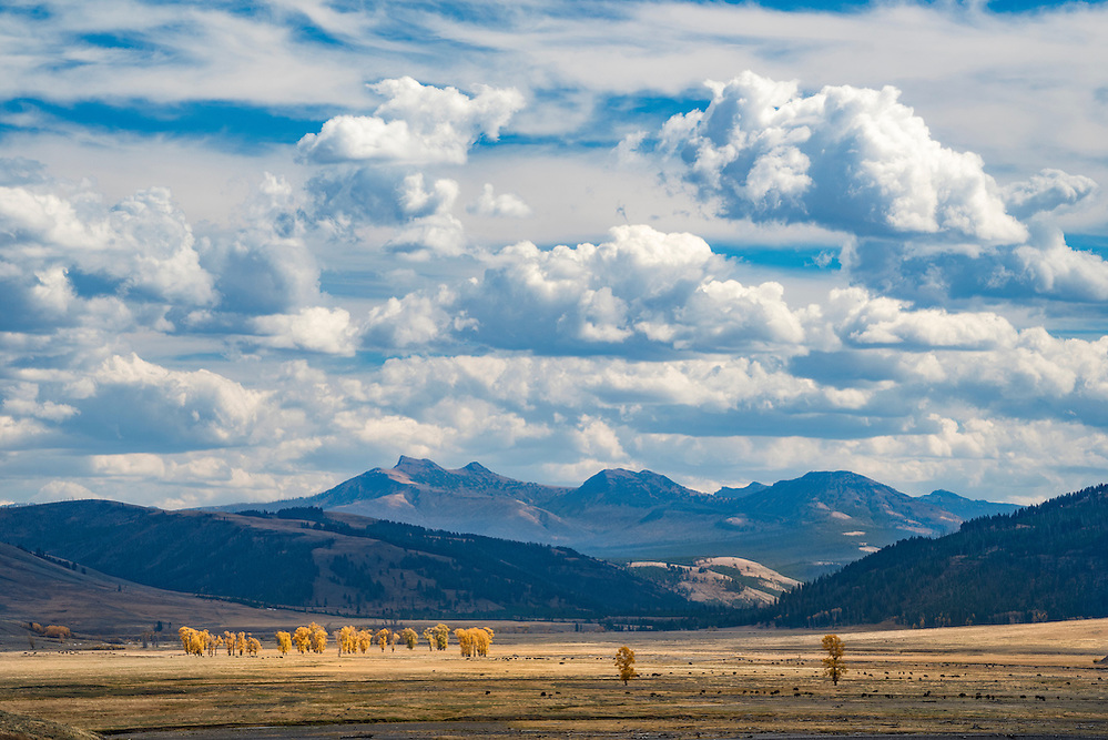 Lamar Valley and the Absaroka Mountains in autumn; Yellowstone National Park, Wyoming. (Greg Vaughn/© Greg Vaughn)
