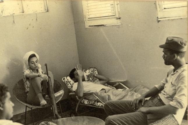 Piky Lora cuando estuvo en las guerillas de Manaclas, con Manolo Tavarez
