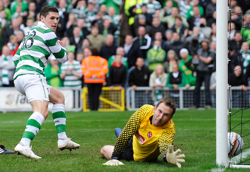 17TH OCT 2010, DUNDEE UNITED V CELTIC, TANNADICE PARK, DUNDEE, GARY HOOPER SCORES LATE WINNER FOR CELTIC 1-2, ROB CASEY PHOTOGRAPHY. (ROB CASEY/ROB CASEY PHOTOGRAPHY)