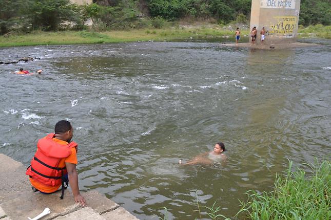 Las lluvias alejaron a los vacacionistas de los balnearios de Santiago